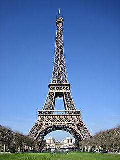 Eiffel-tower-day